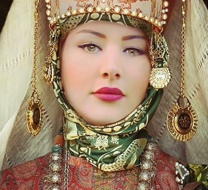 One Woman Experimented With Different Women Attires And The Results are Breathtaking