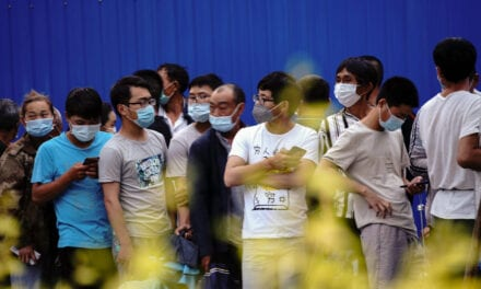 Beijing Residents Fear Contracting Trojan at Crowded, Unsafe Check Sites