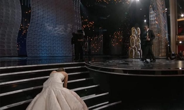 """Jennifer Lawrence """"Confronted"""" Anderson Cooper For Suggesting She Faked Her Oscar Fall"""