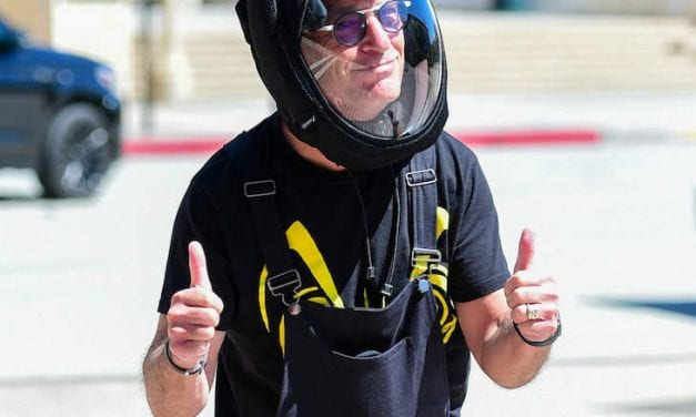 Open up Post: Hosted Simply by Howie Mandel Putting on An Astronaut Head protection To Protect Himself Through COVID-19