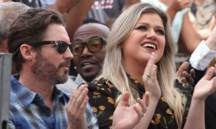 """Kelly Clarkson Celebrated Discovering Her Prenup Have been Validated While On The particular Set Of """"The Voice"""""""